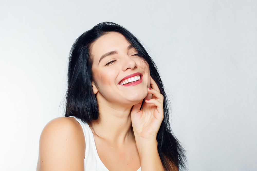 What are the benefits of teeth whitening in Jupiter?