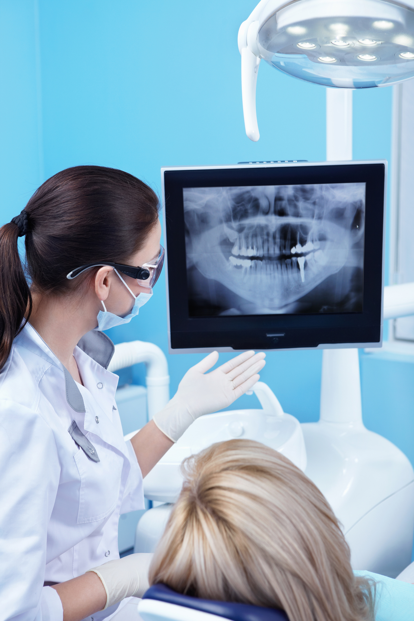 What are the benefits of dental implants in West Palm Beach?